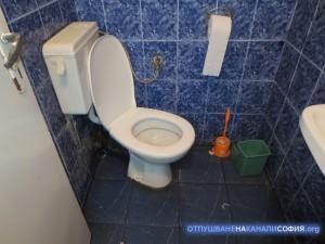 Отпушване през тоалетната