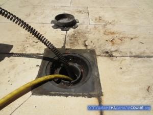 Пружините с накрайника пробиха запушения участък и отпушихме канализацията